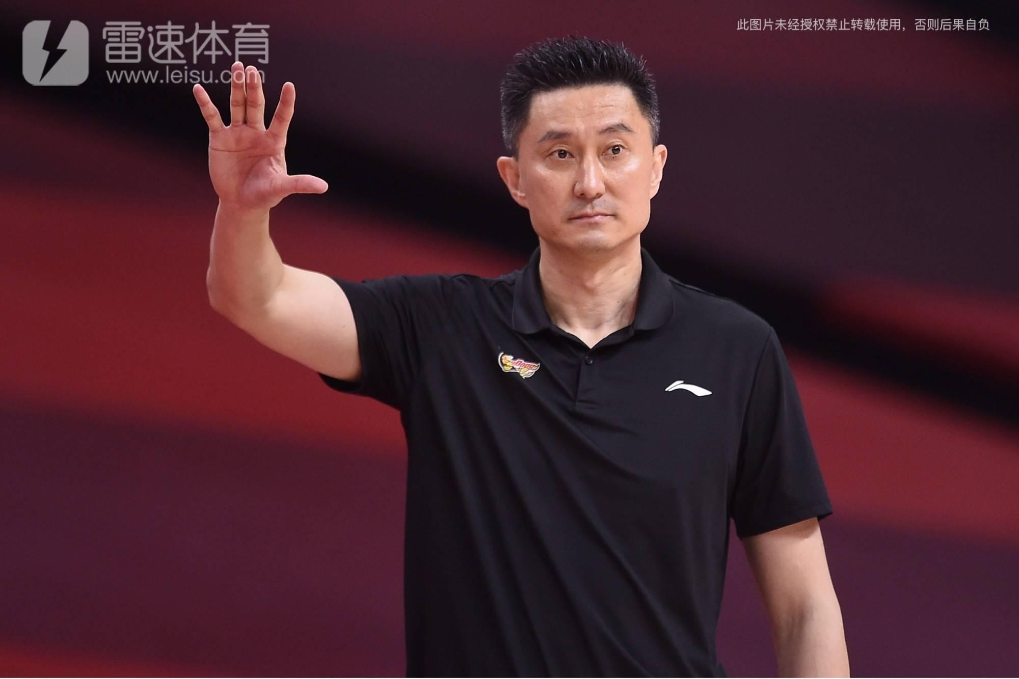 广东男篮主帅杜锋