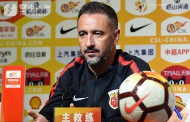 上海上港主教练佩雷拉