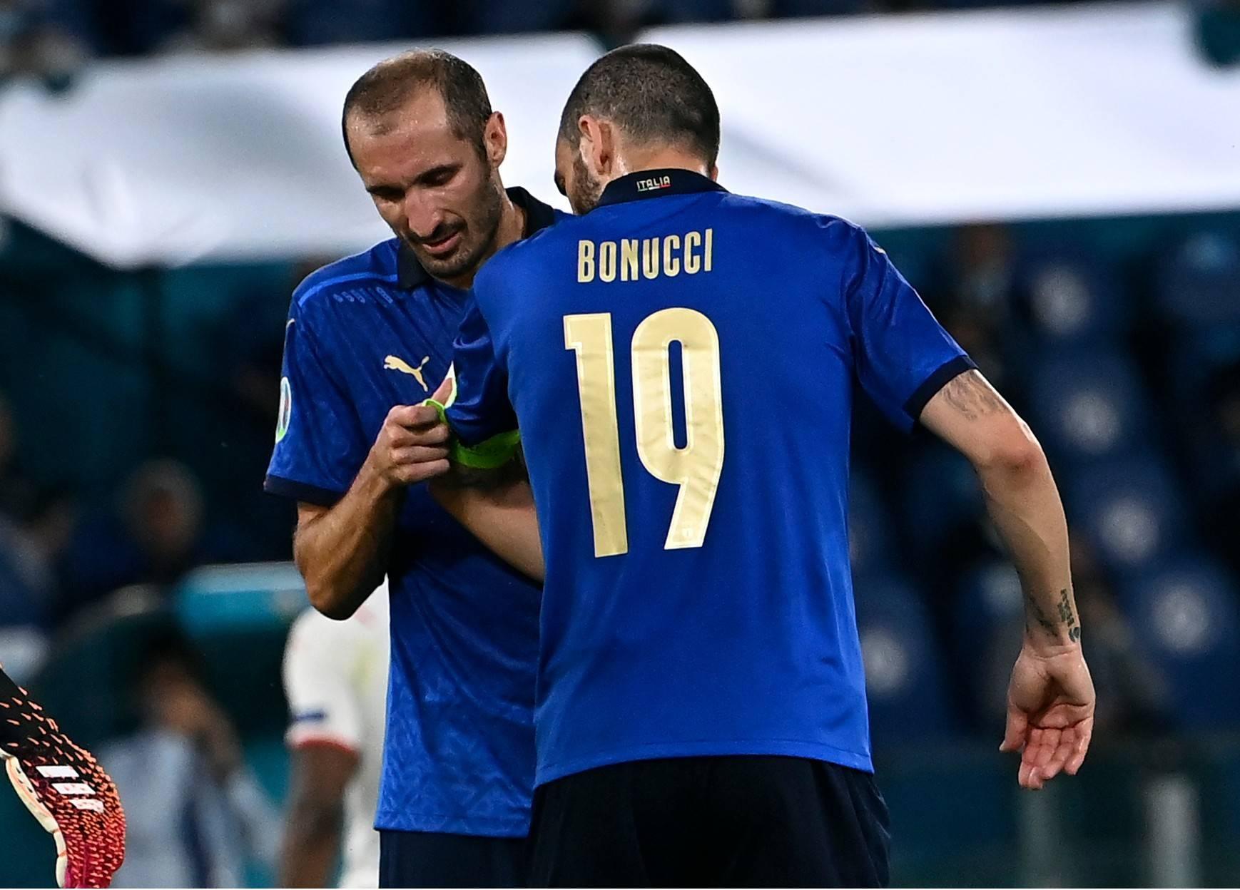 曼奇尼博努奇和基耶利尼是世界级的后卫组合