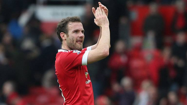 manchester-united-juan-mata-applauds_3442617.jpg