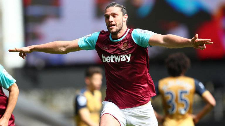 andy-carroll-west-ham-arsenal_3445621.jpg