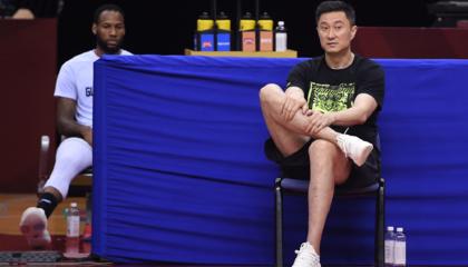 广东东莞男篮主帅杜锋告诫球员不能再松懈:上一场失误少几个就赢了