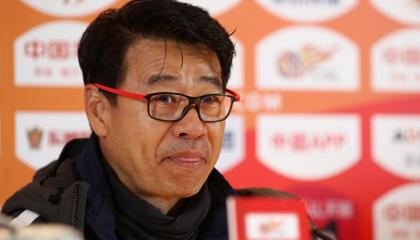 青岛黄海主教练吴金贵:球队目前人员紧张,邹正及王伟将因伤缺席数场