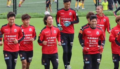 """佩特洛维奇暗示启用年轻球员,札幌冈萨多""""巨人""""门将引人关注"""