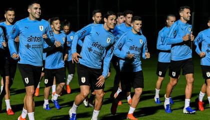 乌拉圭公布美洲杯26人大名单:苏亚雷斯领衔,卡瓦尼回归
