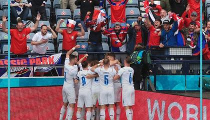 欧洲杯战报:希克惊天吊射破门,捷克2-0轻取苏格兰