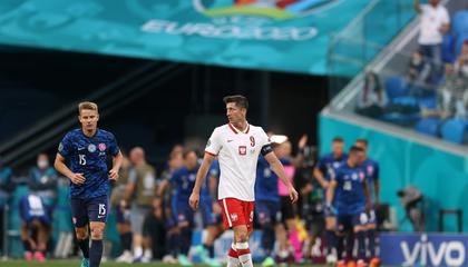欧洲杯战报:莱万难救主,10人波兰1-2不敌斯洛伐克