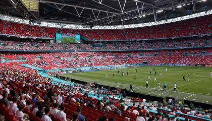 欧洲杯半决赛和决赛将有4万球迷入场,温网决赛球迷将满员入场