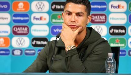 C罗:转会传闻不会困扰我,我们为全世界葡萄牙球迷而战