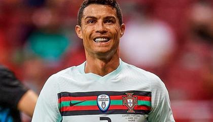 梅开二度!C罗补时破门,葡萄牙3-0领先